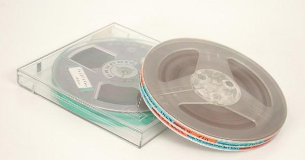 Tonbänder 15er DIN Kunstoff 15cm voll
