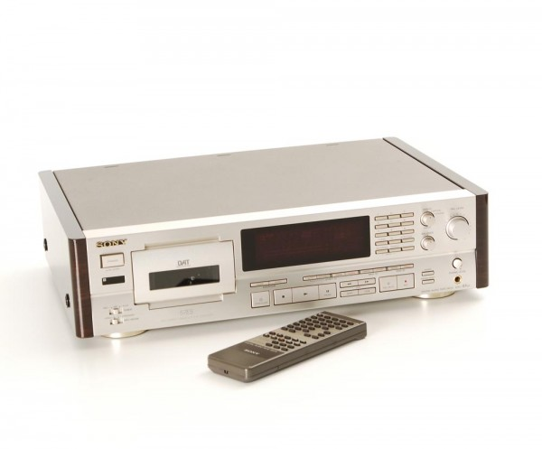 Sony DTC-57 ES champagner