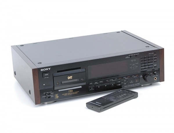 Sony DTC-77 ES