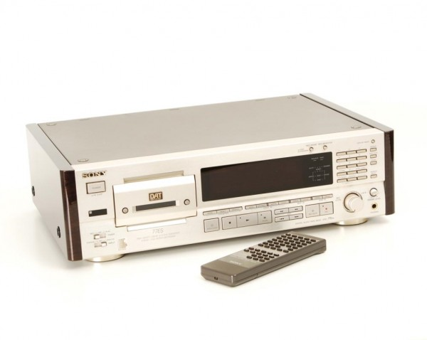 Sony DTC-77 ES champagner