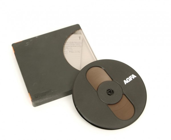 Agfa 18er Tonbandspule DIN Kunststoff mit Band + Archivbox