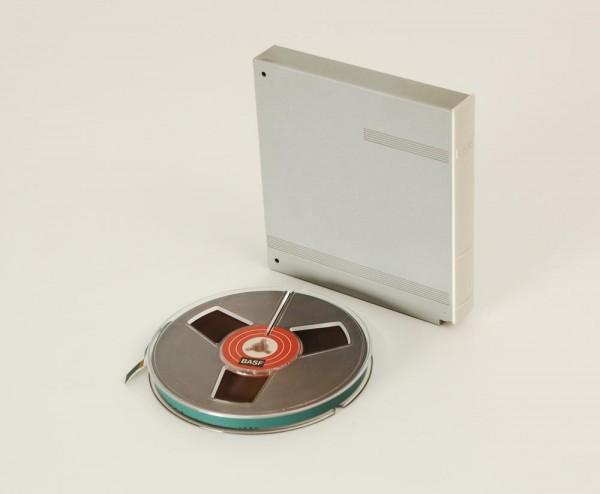 BASF 13er DIN Tonbandspule Kunststoff mit Band + Archivbox alte Ausführung