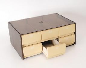 Box mit Schubfächern für 72 Kassetten